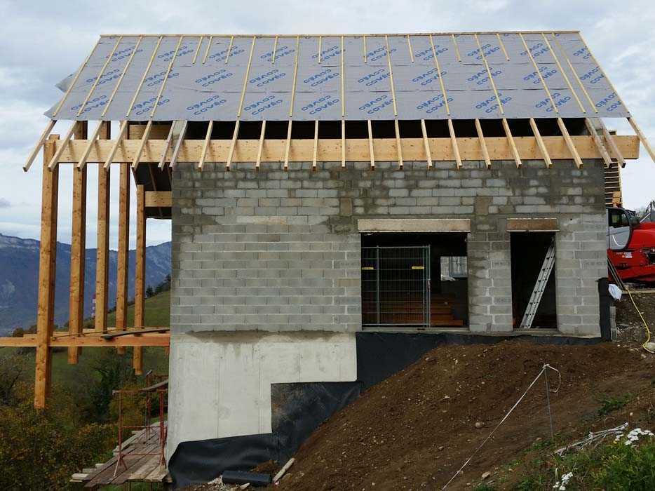108 entreprise-charpente-couverture-isolation-bardage-le-col-de-lus-sous-toiture