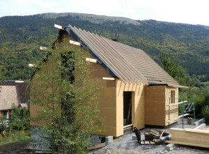 chantier-ossature-bois-chapente-traditionelle-isolation-exterieur