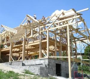 chantier-maison-potaux-poutre-paille