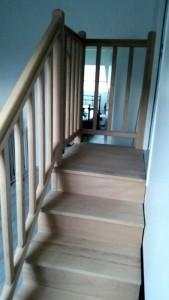 escalier-main-courante-palier-pose-haut-balustre-hêtre-uriage