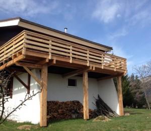 menuisier-fabrication-escalier-terrasse-sur-poteaux-grenoble