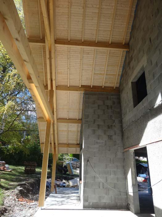 charpente-renovation-habitationt-lambrit-depasser-de-toiture