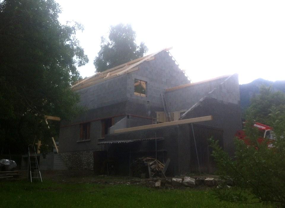 clelles-charpente-renovation-elevation-de-toiture-tuiles