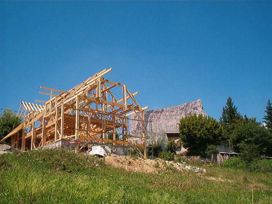 maison-paille-poutres-construction-trieves