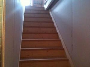escalier-droit-marche-hetre-massif-contre-marche-sapin-chichilianne