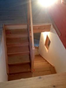 escalier-hetre-demi-tournant-palier-treminis-sur-mesure